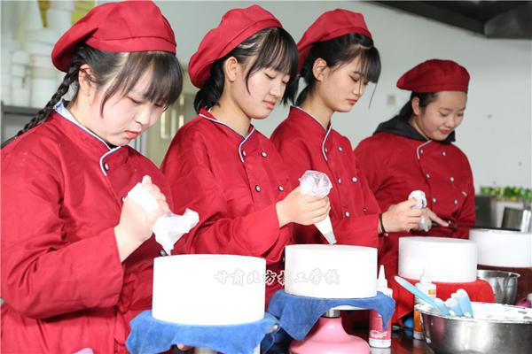 甘肃烹饪技校介绍女生学西点专业怎么样